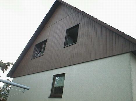 großformatige Bodenfliesen auf der Terrasse im zweiten Stock